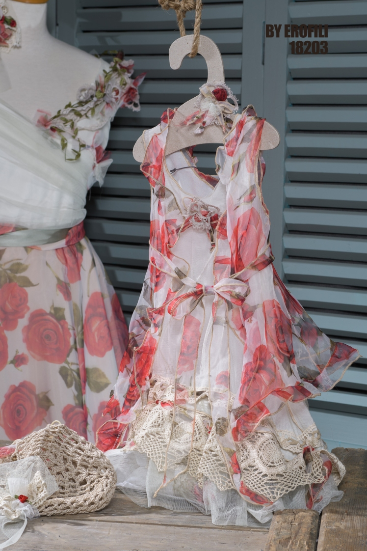 """Matchy matchy dresses for mother and daughter Σετ για μαμα και κόρη.Ένα ελαφρύ και αέρινο φόρεμα από φλοράλ μουσελίνα με ιδιαίτερη λεπτομέρεια στον ώμο. Ακολουθώντας τις διαχρονικά θηλυκές γραμμές της δεκαετίας του '50, αυτό το φόρεμα αναδεικνύει τη φυσική γοητεία της γυναίκας με μια γλυκιά ανεμελιά. Τιμή: 240 Ε (ζωνάκι, κορδέλα ή κολιέ περιλαμβάνεται στο σετ) Εξαιρετική επιλογή για τη μαμά ή τη νονά, μια και συνδυάζεται με το ασορτί παιδικό σύνολο """"Χιονάτη"""".A juicy floral matching summer dress for mother and daughter. With a retro cut, but vibrant color and modern detail, this can be the perfect set for a celebration together: weddings, christening, first birthdays or any other event that requires a special attire. #vaftisi #vaptisi #vaftistika"""