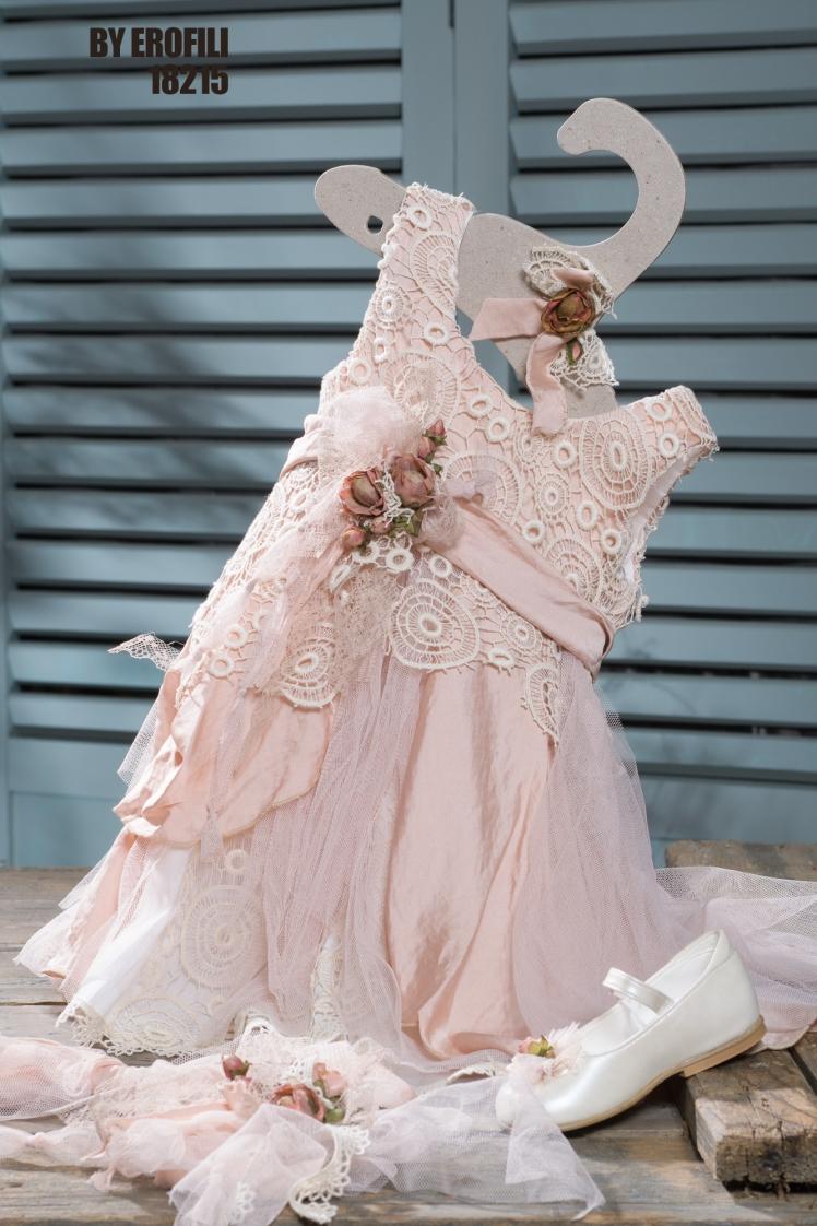 #vaptistika #koritsi #vaftistika #bohochic Ένα αθεράπευτα μποέμ σύνολο που περιλαμβάνει: Φόρεμα (φόδρα από 100% βαμβάκι) πολυεπίπεδο από μουσελίνα, δαντέλα και τούλι Κορδέλα με ασορτί υφασμάτινο λουλούδι και τούλι Μπαλαρίνες λευκές με λουλούδι Μια εμφάνιση που αναδεικνύει την φυσική μαγεία των μικρών μας πλασμάτων. Τιμή: 194 Ε + 65 E παπουτσάκια