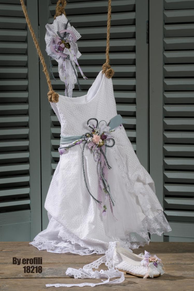 Ένα λευκό δροσερό βαπτιστικό σύνολο για κορίτσι που περιλαμβάνει: φόρεμα (φόδρα από 100% βαμβάκι) από βαμβακερή δαντέλα πλαισιωμένο από χρωματιστό ζωνάκι από υφασμάτινο λουλούδι μπαλαρίνες που δένουν στο πόδι από ασορτί δαντέλα με λουλούδια ασορτί κορδέλα για τα μαλλιά Για τις αδάμαστες καρδιές που λατρεύουν την εξερεύνηση. Τιμή: 202 Ε + 65 E παπουτσάκια Διαθέσιμο σε όλα τα νούμερα κατόπιν παραγγελίας. Εαν επιθυμείτε κάτι ακόμα πιο ιδιαίτερο επικοινωνήστε μαζί μας και θα χαρούμε να το δημιουργήσουμε αποκλειστικά για εσάς. #vaftisi #vaftistika #vaptisi #vaptistika #koritsi