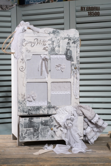 #vaftisi #komodino #vaptisi #vaftistika Ένα νοσταλγικό σετ βάπτισης με μοναδικές λεπτομέρειες. Περιλαμβάνει: Κουτί βάφτισης (κομοδινάκι) διακοσμημένο και ζωγραφισμένο στο χέρι Πετσέτες και λαδόπανα Πάνινη χειροποίητα ασορτί κούκλα Για τις μικρές κυρίες και τις κούκλες τους. Ένα πλήρες σετ βάφτισης με κομοδίνο, λαμπάδα, κεριά, πετσέτες, λαδοσέτ, λαδόπανα και 50 μαρτυρικά ξεκινάει από 430 Ε