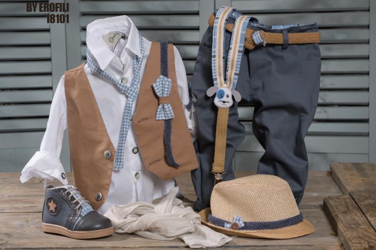 Ένα χαριτωμένο σετ σε αποχρώσεις μπεζ και γαλάζιου καρώ που περιλαμβάνει: Βαμβακερό λευκό πουκάμισο Μπεζ γιλέκο Φουλάρι αντρικό ή παπιγιόν Τιράντες ή ζώνη Παντελόνι από καπαρντίνα γαλάζιο-γκρι Ασορτί ψάθινο καπέλο Μποτάκι με καρώ λεπτομέρεια Για εκείνους που αγαπούν έναν καλό τετράποδο φίλο! Τιμή: 195 Ε + μποτάκι 65 Ε