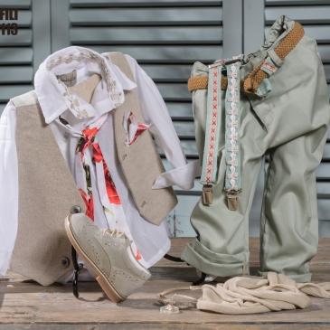 #vaftisi #vaftistika #agori #βάφτιση #byerofili Ένα νοσταλγικό βαφτιστικό σετ για αγόρι που περιλαμβάνει: Πουκάμισο λευκό Παντελόνι καπαρτνίνα Γιλέκο Ζώνη ή τιράντες Φουλάρι αντρικό Μποτάκι χειροποίητο Για τους πιο εμφανίσιμους μικρούς κυρίους! Τιμή: 160 Ε + 65 Ε μποτάκι Διαθέσιμο σε όλα τα νούμερα κατόπιν παραγγελίας. Εαν επιθυμείτε κάτι ακόμα πιο ιδιαίτερο επικοινωνήστε μαζί μας και θα χαρούμε να το δημιουργήσουμε αποκλειστικά για εσάς.