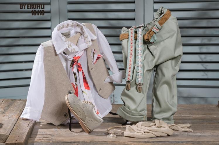 Ένα νοσταλγικό βαφτιστικό σετ για αγόρι που περιλαμβάνει: Πουκάμισο λευκό Παντελόνι καπαρτνίνα Γκιλέκο Ζώνη ή τιράντες Φουλάρι αντρικό Μποτάκι χειροποίητο Για τους πιο εμφανίσιμους μικρούς κυρίους! Τιμή: 160 Ε + 65 Ε μποτάκι Διαθέσιμο σε όλα τα νούμερα κατόπιν παραγγελίας. Εαν επιθυμείτε κάτι ακόμα πιο ιδιαίτερο επικοινωνήστε μαζί μας και θα χαρούμε να το δημιουργήσουμε αποκλειστικά για εσάς.