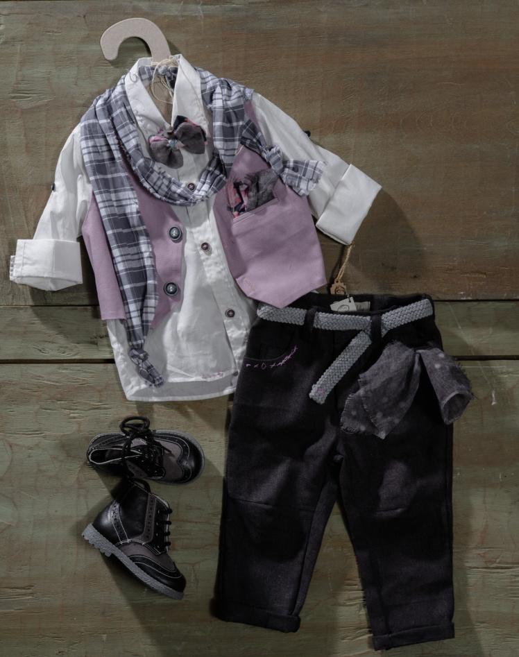 #vaftisti #vaftistika #vaptistika #agori #mauve Ένα φινετσάτο βαφτιστικό σετ για αγόρι σε λιλά τόνους που περιλαμβάνει: Πουκάμισο λευκό Παντελόνι με κεντημένες λεπτομέρειες στην τσέπη Γκιλέκο Φουλάρι αντρικό Ζώνη Μποτάκι Παπιγιόν Για τους πιο εκλεπτυσμένους γόηδες!