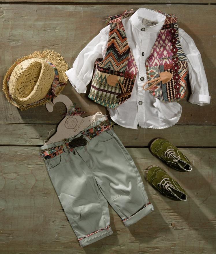 #vaftistika #vaftisi #agori #rustic #cowboy #patchwork Ένα ασυνήθιστο βαφτιστικό σετ για αγόρι με patchwork που περιλαμβάνει: Πουκάμισο λευκό με ασιατικό γιακά και κέντημα Παντελόνι με πολύχρωμες λεπτομέρειες Γιλέκο patchwork Ζώνη Μποτάκι ανατομικό Ψάθινο ρουστίκ καπέλο Για τους ατρόμητους κατακτητές!