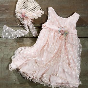 #polkadot #babydress #pinkdress Ένα αέρινο βαφτιστικό σύνολο για κορίτσι για τους λάτρεις του πουά που περιλαμβάνει: Φόρεμα (φόδρα από 100% βαμβάκι) με πουά δαντέλα, ζωνάκι με λουλούδι και ροζ μουσελίνα Καπελάκι πλεγμένο στο χέρι με βελονάκι Για να συνοδεύσει τα πιο γοητευτικά χαμόγελα! Τιμή: 180 Ε Διαθέσιμο σε όλα τα νούμερα κατόπιν παραγγελίας. Εαν επιθυμείτε κάτι ακόμα πιο ιδιαίτερο επικοινωνήστε μαζί μας και θα χαρούμε να το δημιουργήσουμε αποκλειστικά για εσάς.