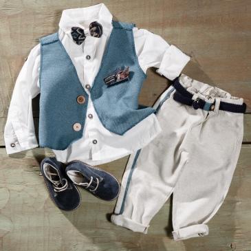 #littleman #christeningboy Ένα ανοιξιάτικο βαφτιστικό σετ για αγόρι με γαλάζιες πινελιές που περιλαμβάνει: Πουκάμισο λευκό Παντελόνι μπεζ με γαλάζια λεπτομέρεια Γιλέκο με διαφορετικά κουμπιά και πολύχρωμο μαντηλάκι Ζώνη Μποτάκια Για άνετους αλλά στυλάτους τύπους! Διαθέσιμο σε όλα τα νούμερα κατόπιν παραγγελίας. Τιμή: 185 Ε +60 Ε μποτάκια