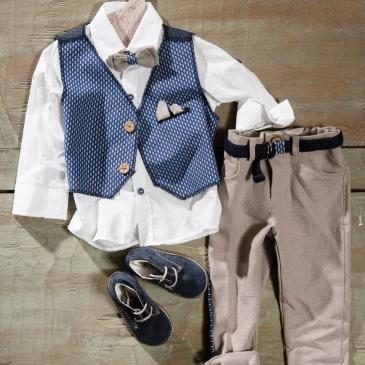 #waistcoat #boychristening Ένα ιδιαίτερα φροντισμένο βαφτιστικό σετ για αγόρι που περιλαμβάνει: Πουκάμισο λευκό Γιλέκο με διχρωμία από ασυνήθιστο ύφασμα Παντελόνι μπεζ με ασορτί λεπτομέρεια Παπιγιόν ασορτί Ζώνη ασορτί Μποτάκια Για μικρούς τζέντελμαν! Διαθέσιμο σε όλα τα νούμερα κατόπιν παραγγελίας. Τιμή: 180 Ε +60 Ε μποτάκια Εαν επιθυμείτε κάτι ακόμα πιο ιδιαίτερο επικοινωνήστε μαζί μας και θα χαρούμε να το δημιουργήσουμε αποκλειστικά για εσάς.
