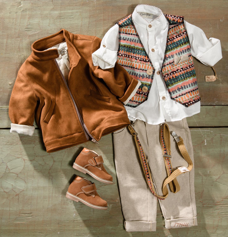 #boy #leather #cowboylook Ένα φρέσκο βαφτιστικό σετ για αγόρι με μοναδικούς συνδυασμούς που περιλαμβάνει: Πουκάμισο λευκό με κεντημένο γιακά Παντελόνι μπεζ με κεντημένη λεπτομέρεια Γιλέκο σε ιδιαίτερο χρωματισμό Σακάκι Τιράντες Τραγιάσκα Για εκείνους που κλείνουν το μάτι στην περιπέτεια! Διαθέσιμο σε όλα τα νούμερα κατόπιν παραγγελίας. Τιμή: 200Ε + 60 Ε μποτάκια Εαν επιθυμείτε κάτι ακόμα πιο ιδιαίτερο επικοινωνήστε μαζί μας και θα χαρούμε να το δημιουργήσουμε αποκλειστικά για εσάς. Ταιριάζει απόλυτα με το σετ βάφτισης Redford