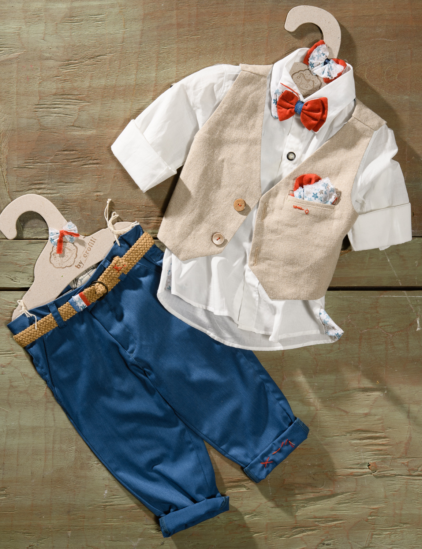#boylook #christening #babyboy Ένα αλλιώτικο βαφτιστικό σετ για αγόρι σε μοντέρνο συνδυασμό υφασμάτων που περιλαμβάνει: Πουκάμισο λευκό Παντελόνι μπλε Γιλέκο μπεζ λινό με δίχρωμο μαντηλάκι στο πέτο Παπιγιόν ασορτί Ζώνη Για όσους είναι μπροστά από τις τάσεις! Διαθέσιμο σε όλα τα νούμερα κατόπιν παραγγελίας. Τιμή: 187Ε Εαν επιθυμείτε κάτι ακόμα πιο ιδιαίτερο επικοινωνήστε μαζί μας και θα χαρούμε να το δημιουργήσουμε αποκλειστικά για εσάς. Ταιριάζει απόλυτα με το σετ βάφτισης Steward