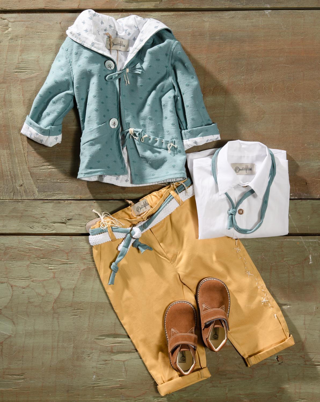 #christening #boylook #colourful Ένα πολυμορφικό βαφτιστικό σετ για αγόρι σε 2 συνδυασμούς που περιλαμβάνει: Πουκάμισο λευκό ή πουκάμισο με χρωματιστό print Παντελόνι καναρινί Ζώνη Φουλάρι αντρικό ή παπιγιόν Μαλακή ζακέτα πετρόλ με κουκούλα ή λινό γιλέκο Μποτάκια ανατομικά [Next page] Για εκείνους που αγαπούν τις εναλλαγές στη ρουτίνα! Διαθέσιμο σε όλα τα νούμερα κατόπιν παραγγελίας. Τιμή: 180Ε + 60Ε