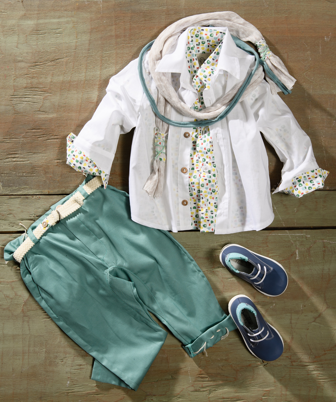 #colourful #kidsclothing #boychristening Ένα παιχνιδιάρικο βαφτιστικό σετ για αγόρι με πολύχρωμο print που περιλαμβάνει:      Πουκάμισο με print + λευκό  από πάνω     Παντελόνι πετρόλ με κεντημένη λεπτομέρεια     Ζώνη     Φουλάρι αντρικό     Μποτάκια ανατομικά  Για τους πιο ζωηρούς μικρούληδες !  Διαθέσιμο σε όλα τα νούμερα κατόπιν παραγγελίας.  Τιμή: 180Ε + 60Ε  Εαν επιθυμείτε κάτι ακόμα πιο ιδιαίτερο επικοινωνήστε μαζί μας και θα χαρούμε να το δημιουργήσουμε αποκλειστικά για εσάς.
