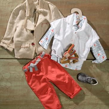 #boatprint #colourfullook #boychristening Ένα φανταστικό βαφτιστικό σετ για αγόρι με χαρούμενες λεπτομέρειες που περιλαμβάνει: Πουκάμισο με χρωματιστό print από καραβάκια και λευκό κοντομάνικο απο πάνω Παντελόνι πορτοκαλί Τιράντες με αρκουδάκι Ζώνη Σακάκι λινό με κεντημένες λεπτομέρειες Μποτάκια ανατομικά [Next page] Για τους μικρούς γελαστούληδες! Διαθέσιμο σε όλα τα νούμερα κατόπιν παραγγελίας. Τιμή: 200Ε + 60 Ε μποτάκια Εαν επιθυμείτε κάτι ακόμα πιο ιδιαίτερο επικοινωνήστε μαζί μας και θα χαρούμε να το δημιουργήσουμε αποκλειστικά για εσάς.