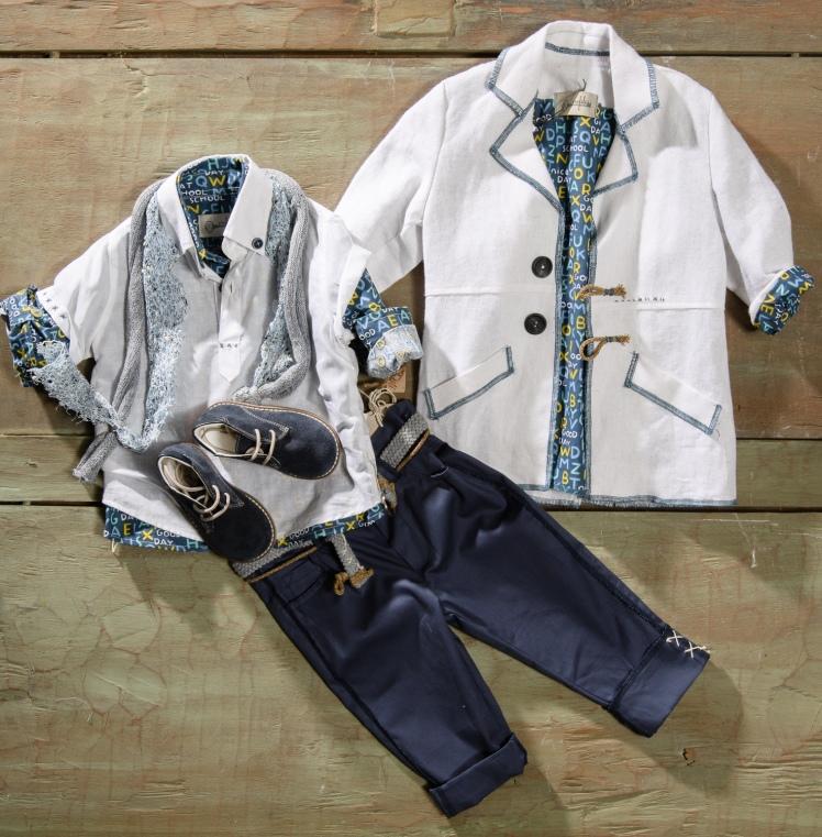 #letterprint #christening #boy Ένα κεφάτο βαφτιστικό σετ για αγόρι με γιορτινή διάθεση που περιλαμβάνει: Πουκάμισο με print γραμμάτων + λευκό κοντομάνικο από πάνω Παντελόνι μπλε με κεντημένη λεπτομέρεια Σακάκι με φόδρα από το ίδιο print και ιδιαίτερες λεπτομέρειες Ζώνη Φουλάρι αντρικό Μποτάκι ανατομικό Για όσους θέλουν να γίνουν η ψυχή του πάρτι! Διαθέσιμο σε όλα τα νούμερα κατόπιν παραγγελίας. Τιμή: 200Ε + 60 E τα μποτάκια Εαν επιθυμείτε κάτι ακόμα πιο ιδιαίτερο επικοινωνήστε μαζί μας και θα χαρούμε να το δημιουργήσουμε αποκλειστικά για εσάς.