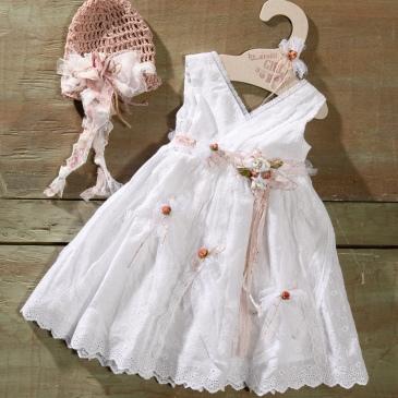 #guipure #totalwhite #flowergirl Ένα αστραφτερό βαφτιστικό σύνολο για κορίτσι σε λευκή δαντέλα που περιλαμβάνει: Φόρεμα (φόδρα από 100% βαμβάκι) από βαμβακερή δαντέλα με ζωνάκι και λεπτομέρειες από υφασμάτινα λουλούδια Καπελάκι πλεγμένο στο χέρι με βελονάκι Για less is more εμφανίσεις! Τιμή: 180 Ε Διαθέσιμο σε όλα τα νούμερα κατόπιν παραγγελίας. Εαν επιθυμείτε κάτι ακόμα πιο ιδιαίτερο επικοινωνήστε μαζί μας και θα χαρούμε να το δημιουργήσουμε αποκλειστικά για εσάς.