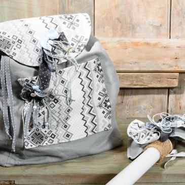 #christening #λαμπάδα #backpack Ένα κομψό και χρηστικό σακίδιο για τα βαπτιστικά. Είναι χειροποίητο, ανθεκτικό και διακοσμημένο στα χρώματα της βάφτισης. Ένα μοναδικό αναμνηστικό που δεν μένει ποτέ στο ράφι. Για προσεγμένες εμφανίσεις! Ένα πλήρες σετ βάφτισης με σακίδιο, λαμπάδα, κεριά, πετσέτες, λαδοσέτ, λαδόπανα και 50 μαρτυρικά ξεκινάει από 330 Ε