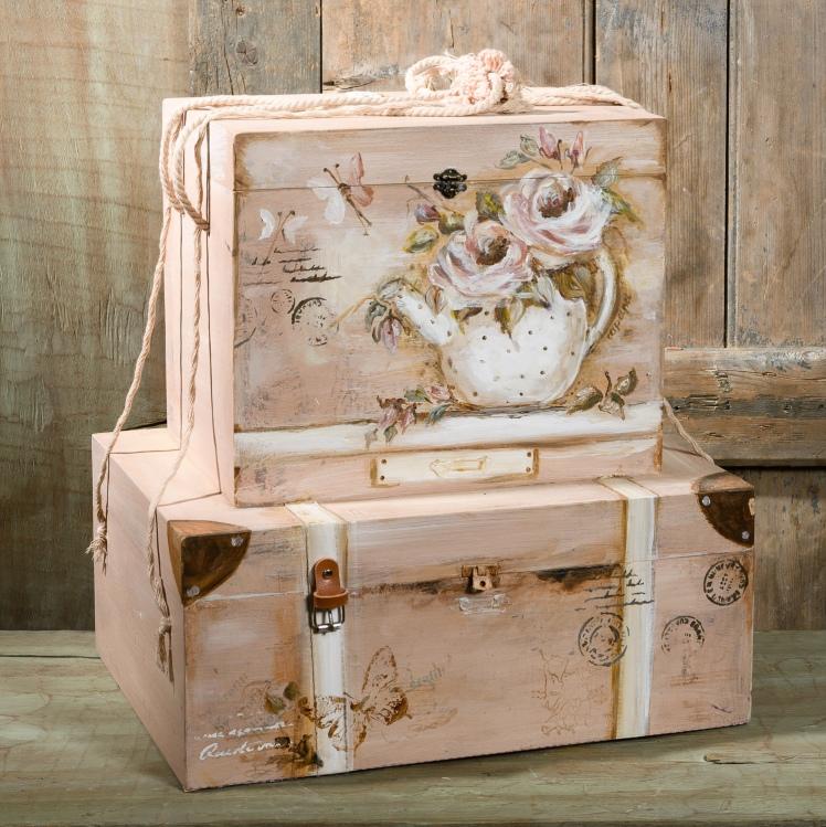 #pink #vintage #suitcase #christening Ένα τρυφερό σετ βάπτισης για κορίτσι σε ροζ παστέλ τόνους. Περιλαμβάνει: Κουτί βάφτισης διακοσμημένο και ζωγραφισμένο στο χέρι ή βαλιτσάκι με vintage στυλ ζωγραφισμένο στο χέρι Για βαφτίσεις βουτηγμένες σε ανοιξιάτικη διάθεση. Ένα πλήρες σετ βάφτισης με κουτί, λαμπάδα, κεριά, πετσέτες, λαδοσέτ, λαδόπανα, 50 μαρτυρικά με το κουτάκι τους και βιβλίο ευχών ξεκινάει από 420 Ε Μπορεί να συνδυαστεί απόλυτα με το παιδικό σύνολο Felicity