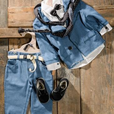 #blue2piece #littleman #christeningboy Ένα hip βαφτιστικό σετ για αγόρι σε θαλασσί χρωματισμό που περιλαμβάνει: Πουκάμισο λευκό Παντελόνι θαλασσί με κεντημένες λεπτομέρειες Σακάκι θαλασσί με κεντημένες λεπτομέρειες Παπιγιόν ασορτί Φουλάρι αντρικό Ζώνη Μποτάκια ανατομικά Για τους μικρούς κομψούς κυρίους! Διαθέσιμο σε όλα τα νούμερα κατόπιν παραγγελίας. Τιμή: 190Ε + 60 Ε μποτάκια Εαν επιθυμείτε κάτι ακόμα πιο ιδιαίτερο επικοινωνήστε μαζί μας και θα χαρούμε να το δημιουργήσουμε αποκλειστικά για εσάς.