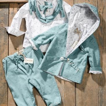 #petrol #boylook #christening Ένα απαλό βαφτιστικό σετ για αγόρι σε πετρόλ χρωματισμό που περιλαμβάνει: Πουκάμισο με χρωματιστό print Παντελόνι πετρόλ μαλακό με κεντημένη λεπτομέρεια Φουλάρι αντρικό Παπιγιόν Άνετη μαλακή ζακέτα με χρωματιστή φόδρα Για τους πιο μικρούς μας φίλους, που εκτιμούν την άνεση! Διαθέσιμο σε όλα τα νούμερα κατόπιν παραγγελίας.