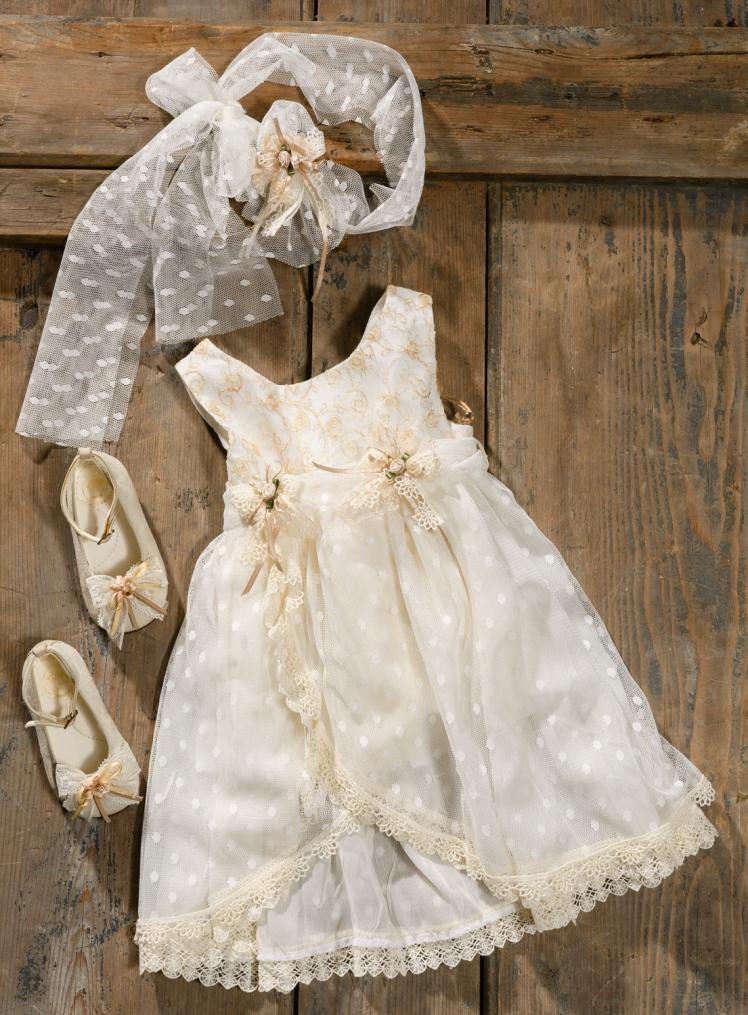 #polkadotlace #beigedress #christening Ένα κουκλίστικο βαφτιστικό σύνολο για κορίτσι με συνδυασμό υφασμάτων που περιλαμβάνει: Φόρεμα (φόδρα από 100% βαμβάκι) με κεντημένο μπούστο και φούστα από μουσελίνα και πουά τούλι Κορδέλα με ασορτί λουλούδι Ασορτί μπαλαρίνες με δαντέλα και κορδέλες Για τις πιο γλυκές μικρές στιγμές σας! Τιμή: 185 Ε + 60 Ε μπαλαρίνες Διαθέσιμο σε όλα τα νούμερα κατόπιν παραγγελίας. Εαν επιθυμείτε κάτι ακόμα πιο ιδιαίτερο επικοινωνήστε μαζί μας και θα χαρούμε να το δημιουργήσουμε αποκλειστικά για εσάς.
