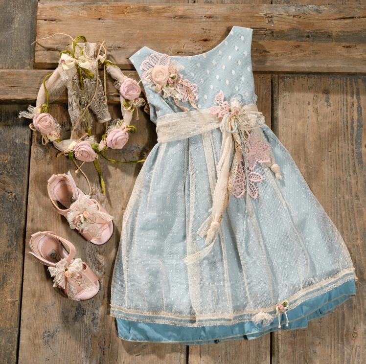 #cieldress #christening #colourful #girlydress Ένα κινηματογραφικό βαφτιστικό σύνολο για κορίτσι με μοναδικό χρωματικό συνδυασμό που περιλαμβάνει: Φόρεμα (φόδρα από 100% βαμβάκι) με πουά δαντέλα, ζωνάκι με λουλούδι και σιελ μουσελίνα Καπελάκι πλεγμένο στο χέρι με βελονάκι Ασορτί πεδιλάκια με δαντέλα Για εμφανίσεις στο κόκκινο χαλί! Τιμή: 200 Ε + 60 Ε τα πέδιλα Διαθέσιμο σε όλα τα νούμερα κατόπιν παραγγελίας. Εαν επιθυμείτε κάτι ακόμα πιο ιδιαίτερο επικοινωνήστε μαζί μας και θα χαρούμε να το δημιουργήσουμε αποκλειστικά για εσάς.