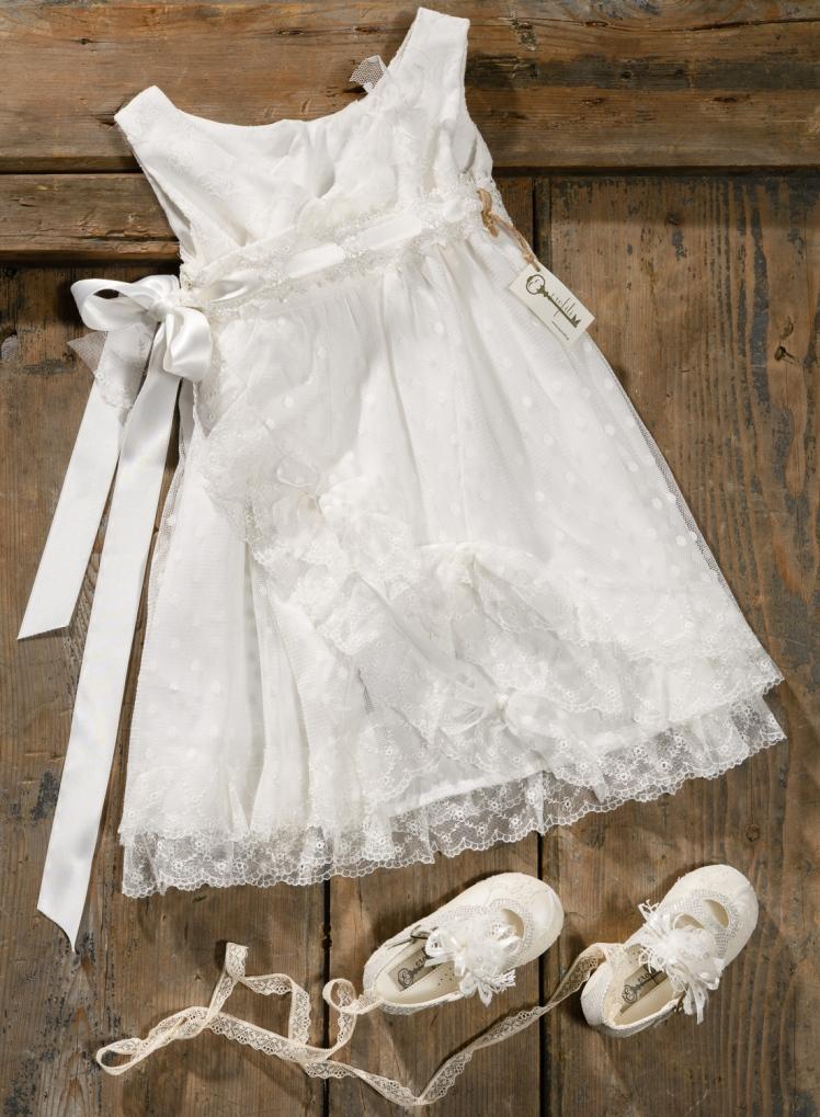 #vintage #allwhite #lacedress #christening Ένα απαλό λευκό βαφτιστικό σύνολο για κορίτσι με συνδυασμό διαφορετικής δαντέλας που περιλαμβάνει: Φόρεμα (φόδρα από 100% βαμβάκι) με στρώσεις από δαντέλα και πουά τούλι και ζωνάκι που μαζεύει Λευκές μπαλαρίνες με ασορτί δαντέλα Για εμφανίσεις που συκγινούν! Τιμή: 180 Ε + 60 Ε μπαλαρίνες Διαθέσιμο σε όλα τα νούμερα κατόπιν παραγγελίας. Εαν επιθυμείτε κάτι ακόμα πιο ιδιαίτερο επικοινωνήστε μαζί μας και θα χαρούμε να το δημιουργήσουμε αποκλειστικά για εσάς.