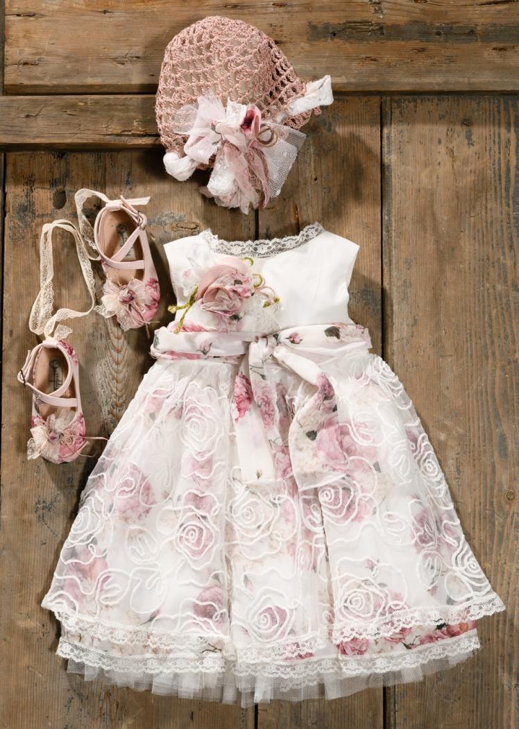 #floral #pink #girlchristening Ένα ζουμερό σύνολο για κορίτσι γεμάτο τριαντάφυλλα που περιλαμβάνει: Φόρεμα (φόδρα από 100% βαμβάκι) με κεντημένη δαντέλα, φλοράλ μουσελίνα και εξτρά λουλούδι στο μπούστο Καπελάκι πλεγμένο στο χέρι με βελονάκι Ασορτί μπαλαρίνες με δαντέλα Για λουλουδάτες στιγμές! Τιμή: 200 Ε + 60 Ε οι μπαλαρίνες Διαθέσιμο σε όλα τα νούμερα κατόπιν παραγγελίας. Εαν επιθυμείτε κάτι ακόμα πιο ιδιαίτερο επικοινωνήστε μαζί μας και θα χαρούμε να το δημιουργήσουμε αποκλειστικά για εσάς.