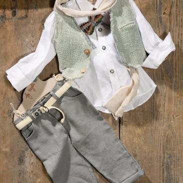 #vintage #mint #boyoutfit #christening Ένα εναλλακτικό βαφτιστικό σετ για αγόρι με τόνους μέντας που περιλαμβάνει: Πουκάμισο λευκό Παντελόνι γκρι Ζώνη ασορτί Γιλέκο στο χρώμα της μέντας Παπιγιόν ασορτί Φουλάρι αντρικό Για εμφανίσεις με ρουστίκ διάθεση ! Διαθέσιμο σε όλα τα νούμερα κατόπιν παραγγελίας. Τιμή: 185Ε Εαν επιθυμείτε κάτι ακόμα πιο ιδιαίτερο επικοινωνήστε μαζί μας και θα χαρούμε να το δημιουργήσουμε αποκλειστικά για εσάς.