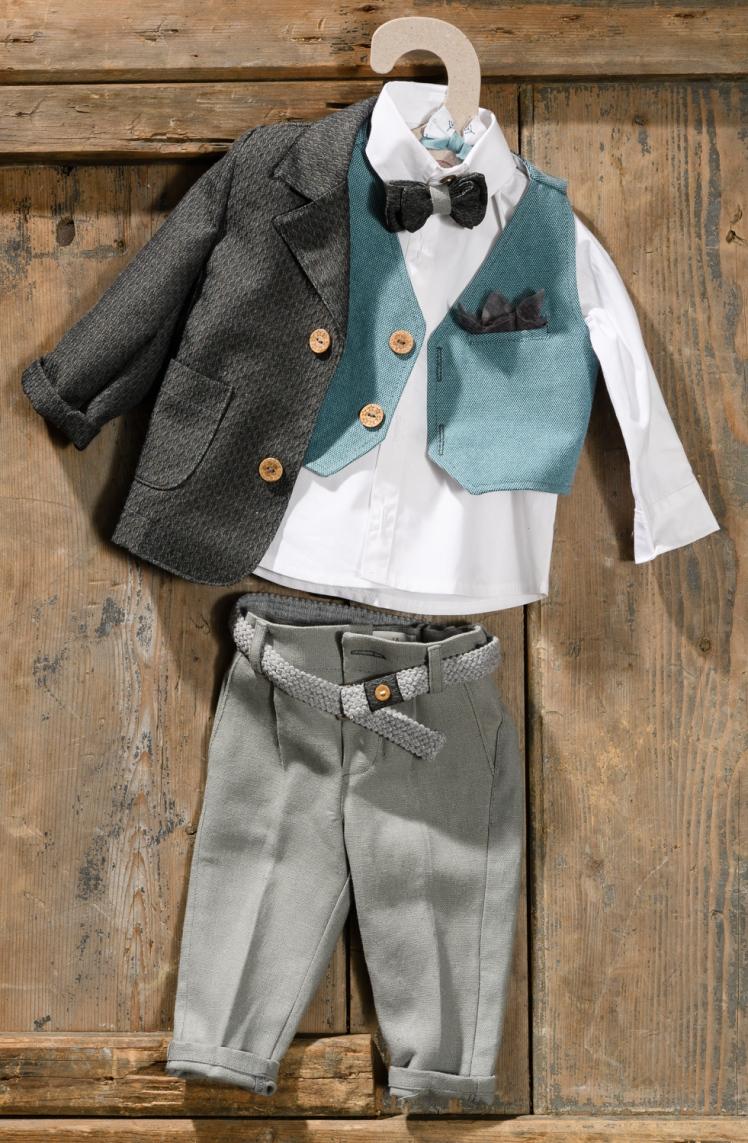 #minisir #boylook #christening Ένα γλυκό βαφτιστικό σετ για αγόρι με πετρόλ πινελιές που περιλαμβάνει: Πουκάμισο λευκό Παντελόνι γκρι Ζώνη ασορτί Γιλέκο πετρόλ με μαντηλάκι στο πέτο Παπιγιόν ασορτί Σακάκι μάυρο Για τους πιο καλοντυμένους μπόμπιρες! Διαθέσιμο σε όλα τα νούμερα κατόπιν παραγγελίας. Τιμή: 200Ε Εαν επιθυμείτε κάτι ακόμα πιο ιδιαίτερο επικοινωνήστε μαζί μας και θα χαρούμε να το δημιουργήσουμε αποκλειστικά για εσάς.