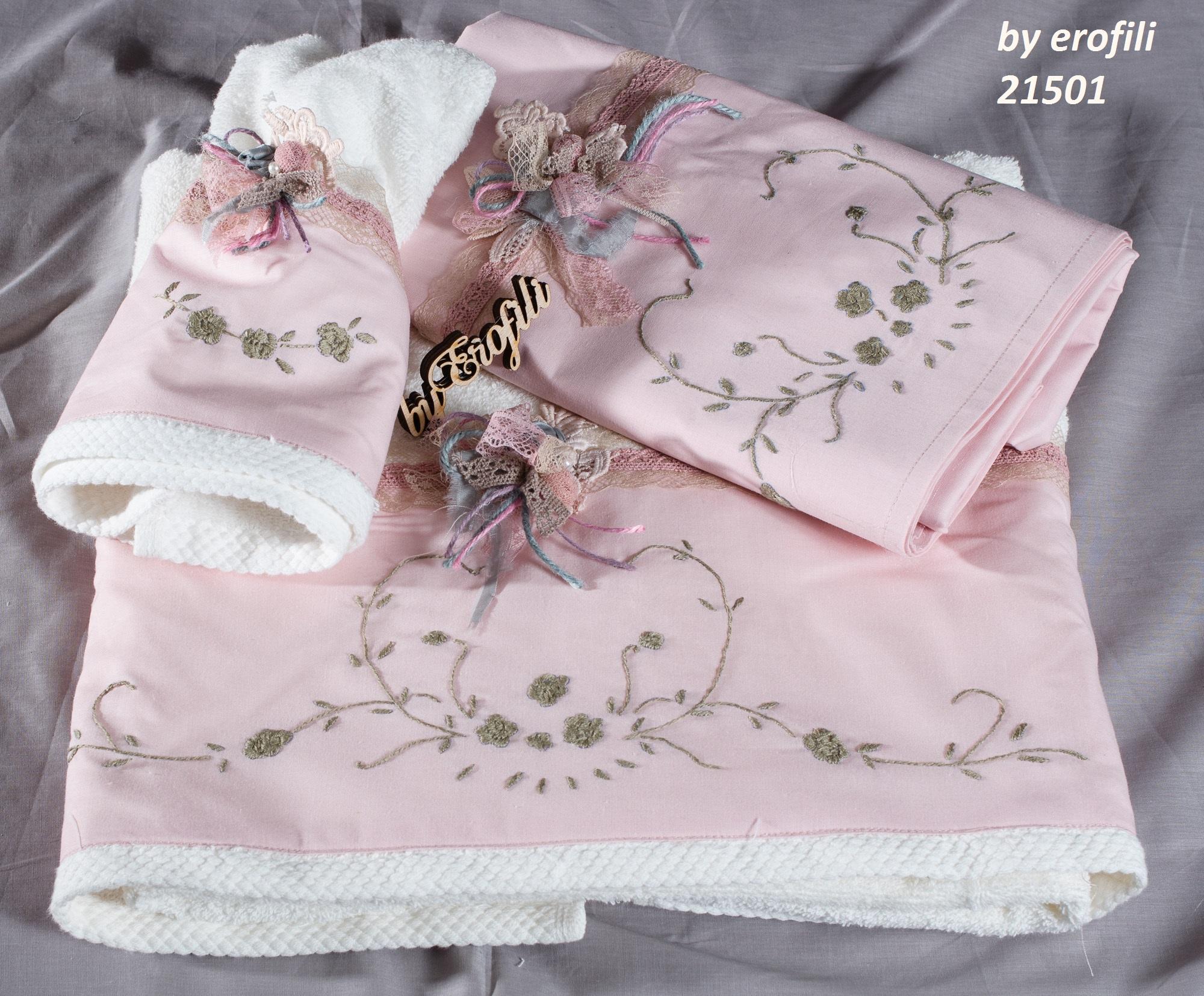 Ένα ρομαντικό σετ βάπτισης για κορίτσι σε ροζ και λαδί τόνους με θέμα τα λουλούδια. Περιλαμβάνει: Πετσετάκια και λαδοπάνα διακοσμημένα με υφασμάτινα λουλούδια και κεντημένα στο χέρι με το θέμα της βάφτισης Βαφτιστικό κουτί Ένα ενθύμιο που θα αποχωριστείτε ποτέ! Ένα πλήρες σετ βάφτισης με κουτί, λαμπάδα, κεριά, πετσέτες, λαδοσέτ, λαδόπανα, 50 μαρτυρικά με το κουτάκι τους και βιβλίο ευχών ξεκινάει από 420 Ε